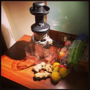 Hotel room juicing with an Optimum 400 slow juicer